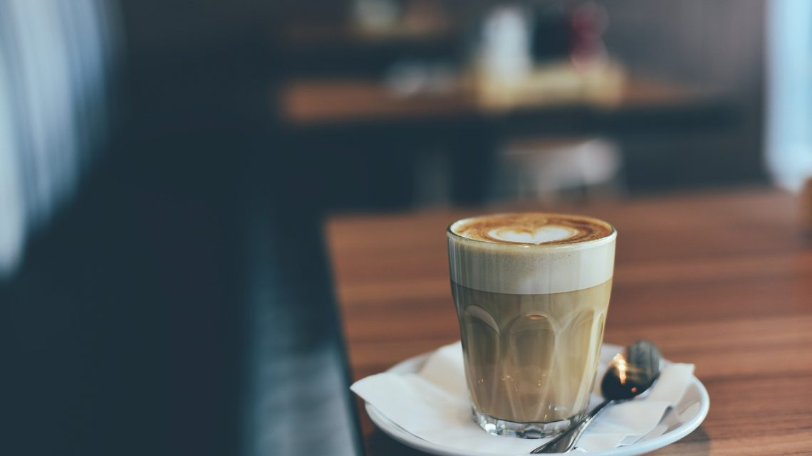 La machine à café avec système de mousse de lait De'Longhi.
